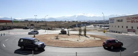 Rotonda de acceso al nuevo Parque Comercial Guiomar en Segovia
